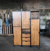 Wardrobe industrial.. . Combine with teak wood . Size 150x55x200cm . Hollow 2cm . . Cantiiik bangett looh.. . . Harga around 7000K . . Monggo yuuk · · · · #kamarset #dipan #lemaripakaian #industrial #kamarsetmurah #tempattidur #lemaribaju #industrialdesign #furniturejepara #lemari #interiordesign #kamarsetanak #dipanmewah #lemarimurah #design #mebeljepara #dipanminimalis #lemariplastik #industrialdecor #kamarsetmewah #lemarianak #homedecor #kamarsetpengantin #dipananak #lemariminimalis #industrialstyle